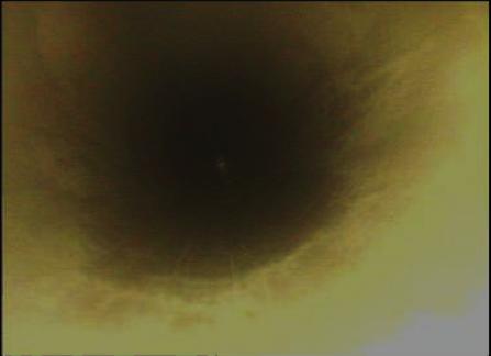Fotografía  9. Vista interna (inspección boroscopica) de uno de los tubos realizada posterior a la limpieza con agua a alta presión.