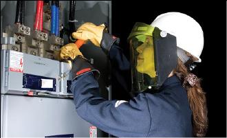 Figura 5. Implementos de seguridad personal durante una auditoria de calidad de potencia.
