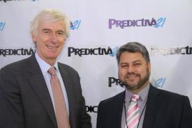 Woodhouse junto a nuestro director Enrique González, en el área de entrevistas de Predictiva21 durante el 7mo Congreso Mundial de Mantenimiento.