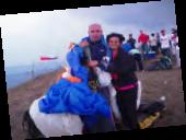 Elías Al Tafech junto a su esposa Nancy, luego del aterrizaje.